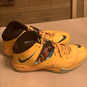 Lebron Zoom Solider 7 Yellow Art